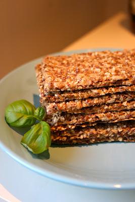 Sprø knekkebrød med rød quinoa fra Cooking with July